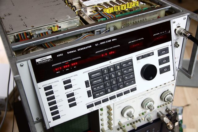 Fig. 1: Schlumberger 4002 signal generator, already opened up.