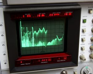 Fig. 3e: Fullrange sweep from 0.1 MHz to 2160 MHz. Obviously, there is something above 1080, but not much.